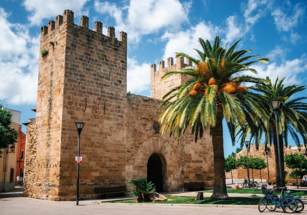 Alcudia - geschichtsträchtige Stadt im malerischen Norden Mallorcas