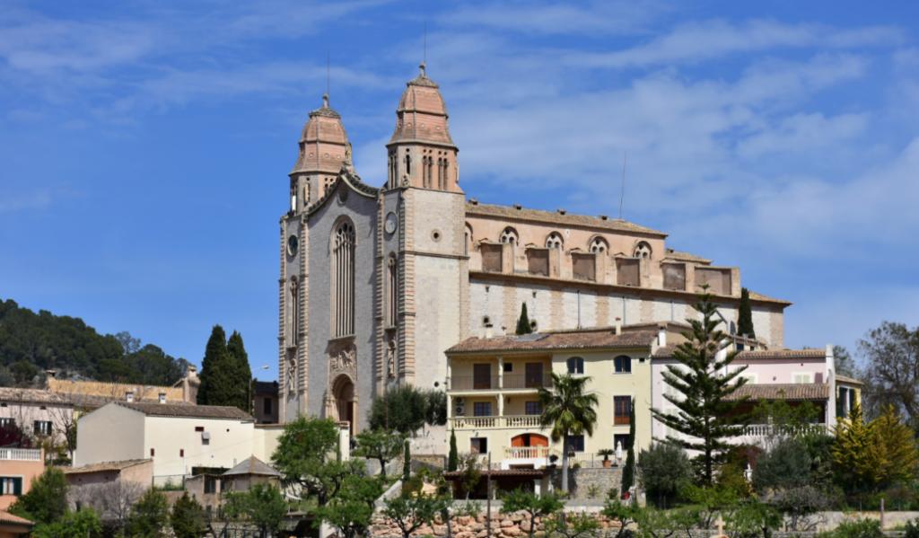 Calvia — historisches Örtchen am Fuße der Serra de Tramuntana