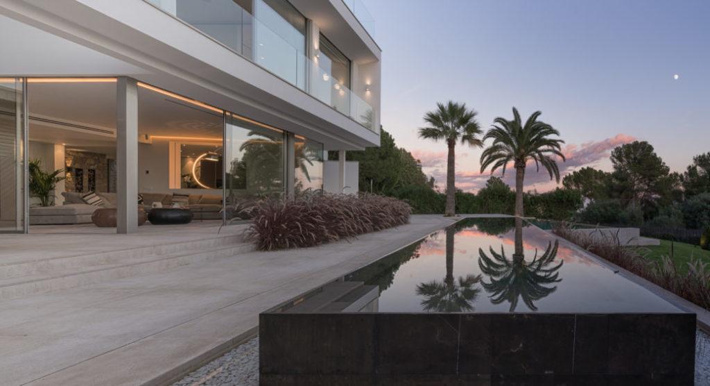 Moderne Designer Villa mit Meerblick