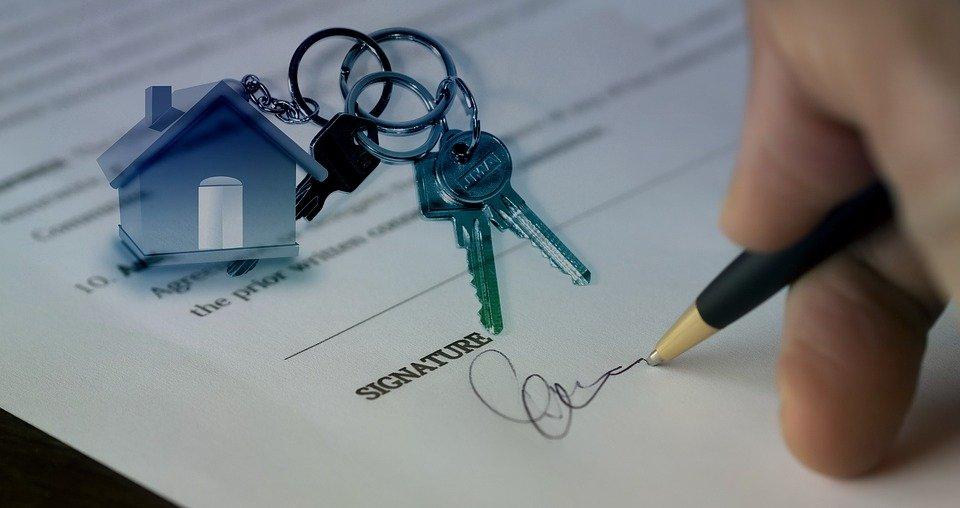 Immobilienmakler begleitet bis zum Kaufvertrag