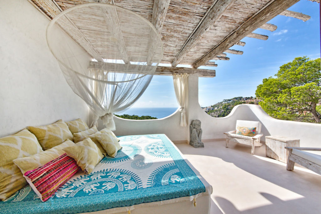 Mediterrane Luxusvilla mit Blick auf Ibiza – Immobilie des Monats Februar 2021